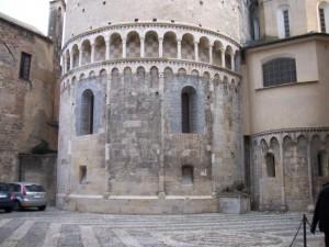 la Piazza dei Leoni nel centro storico di Albenga
