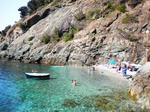 una piccola baia sulla spiaggia di Bonassola