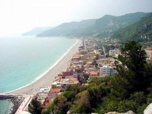 scorcio panoramico sulla spiaggia di Finale Ligure