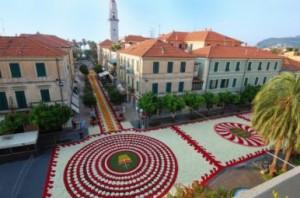 """la piazza di Diano Marina il giorno dell'""""Infiorata del Corpus Domini"""""""