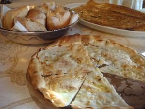 la focaccia con il formaggio è una specialità gastronomica tipica di Recco