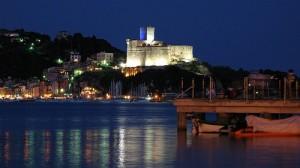 veduta notturna del castello di Lerici