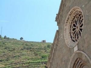 un dettaglio della chiesa gotica di San Lorenzo, a Manarola