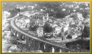 veduta dall'alto di Recco in una foto del 1945 dalla quale si distingue il passaggio ferroviario