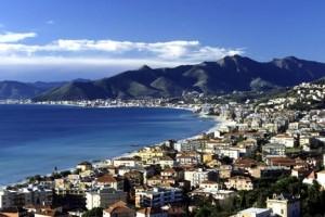 la costa di fronte a Ventimiglia